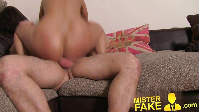 曲線美の女の子は男のためのカメラの前で彼女のお尻を広げる セックス 女性 用 動画